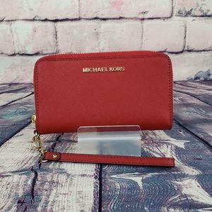 ⚠️LAST 1⚠️ Michael Kors Jet Set Phone Wristlet Red